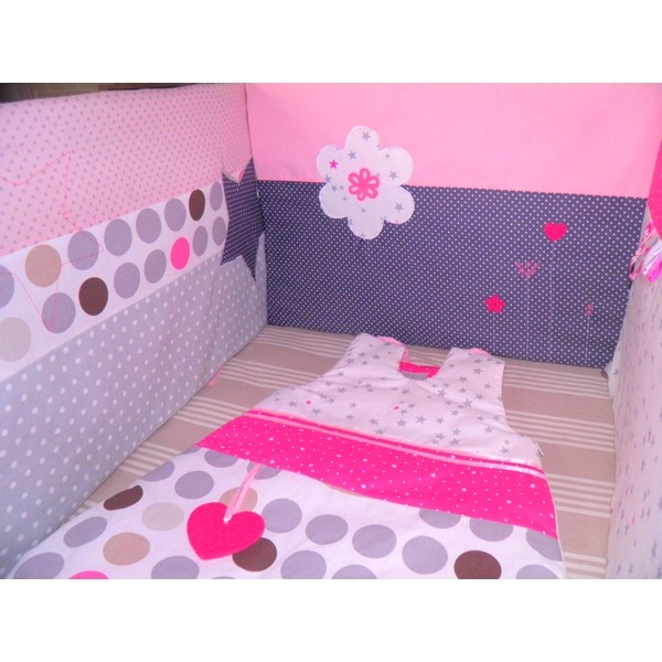 Roses et etoiles realis sur les cotes pictures to pin on - Theme chambre bebe fille ...