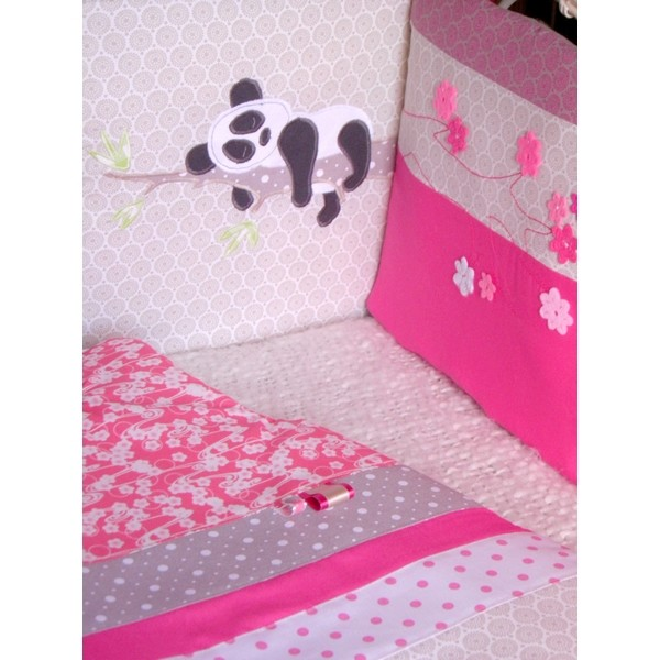 tour de lit gigoteuse fleurs pandas r alis s selon. Black Bedroom Furniture Sets. Home Design Ideas