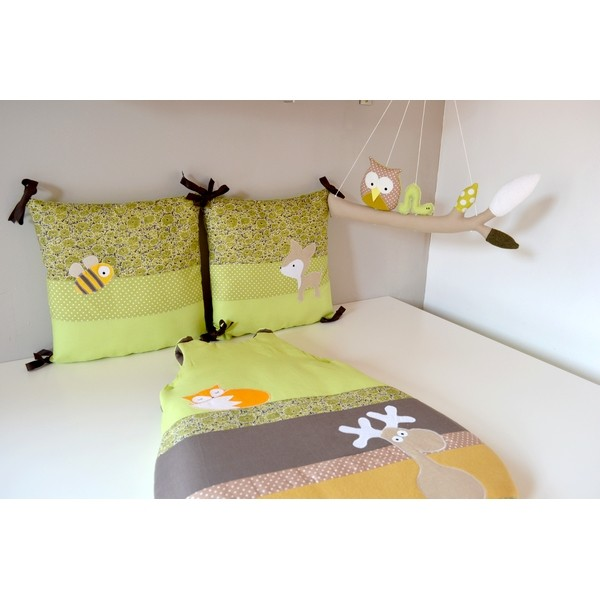 tour de lit gigoteuse bb animaux for t vert anis. Black Bedroom Furniture Sets. Home Design Ideas