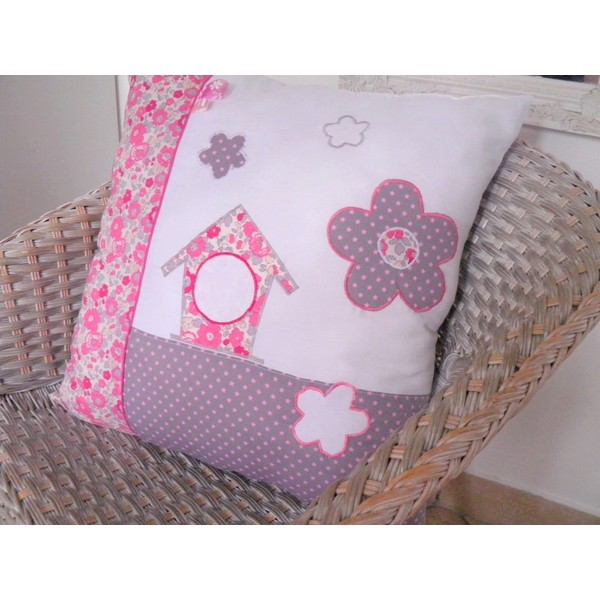 coussin pour chambre b b fille liberty fleurs pois papillons rose prune blanc. Black Bedroom Furniture Sets. Home Design Ideas