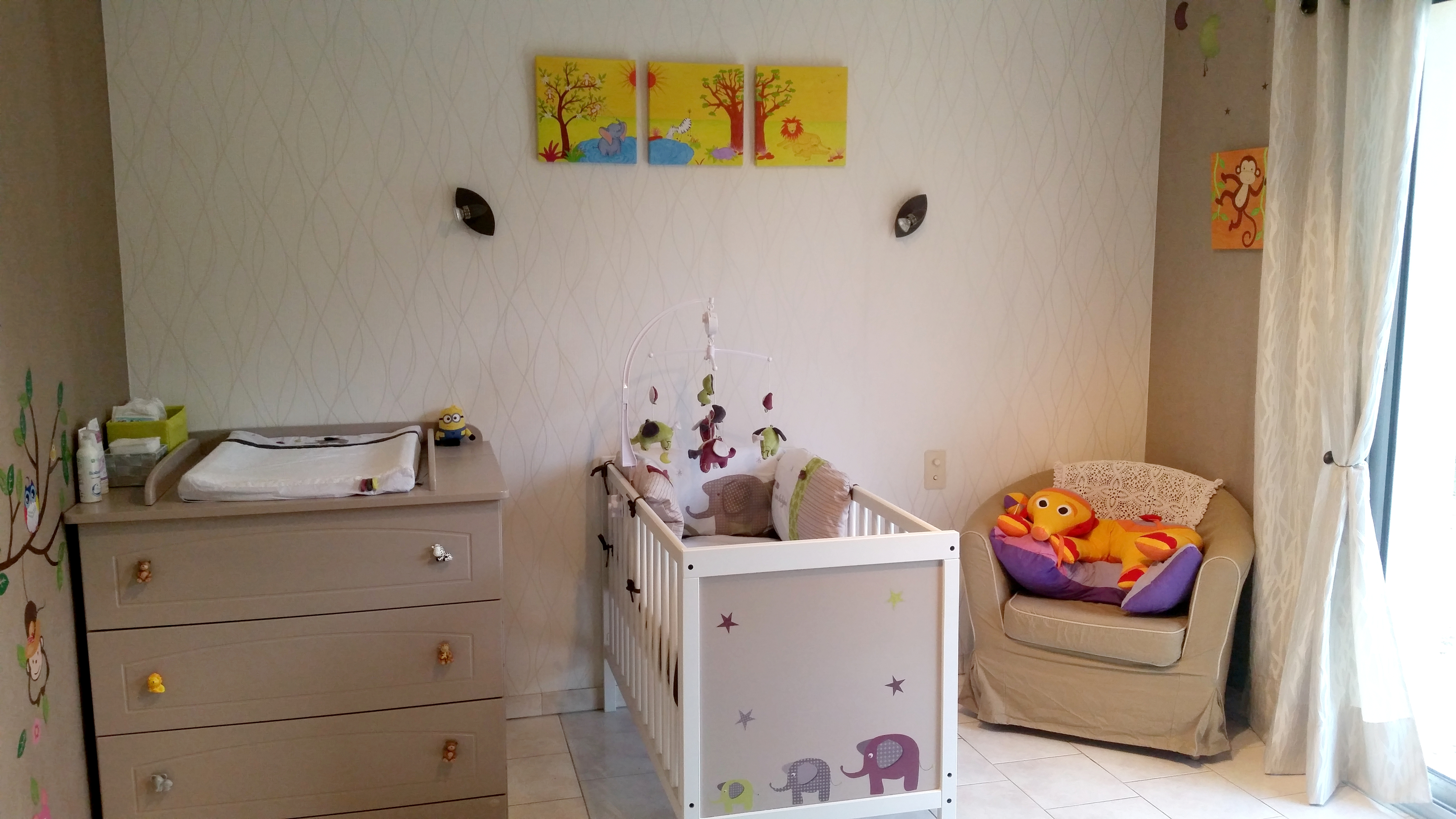 Decoration chambre bebe theme savane for Chambre decoree